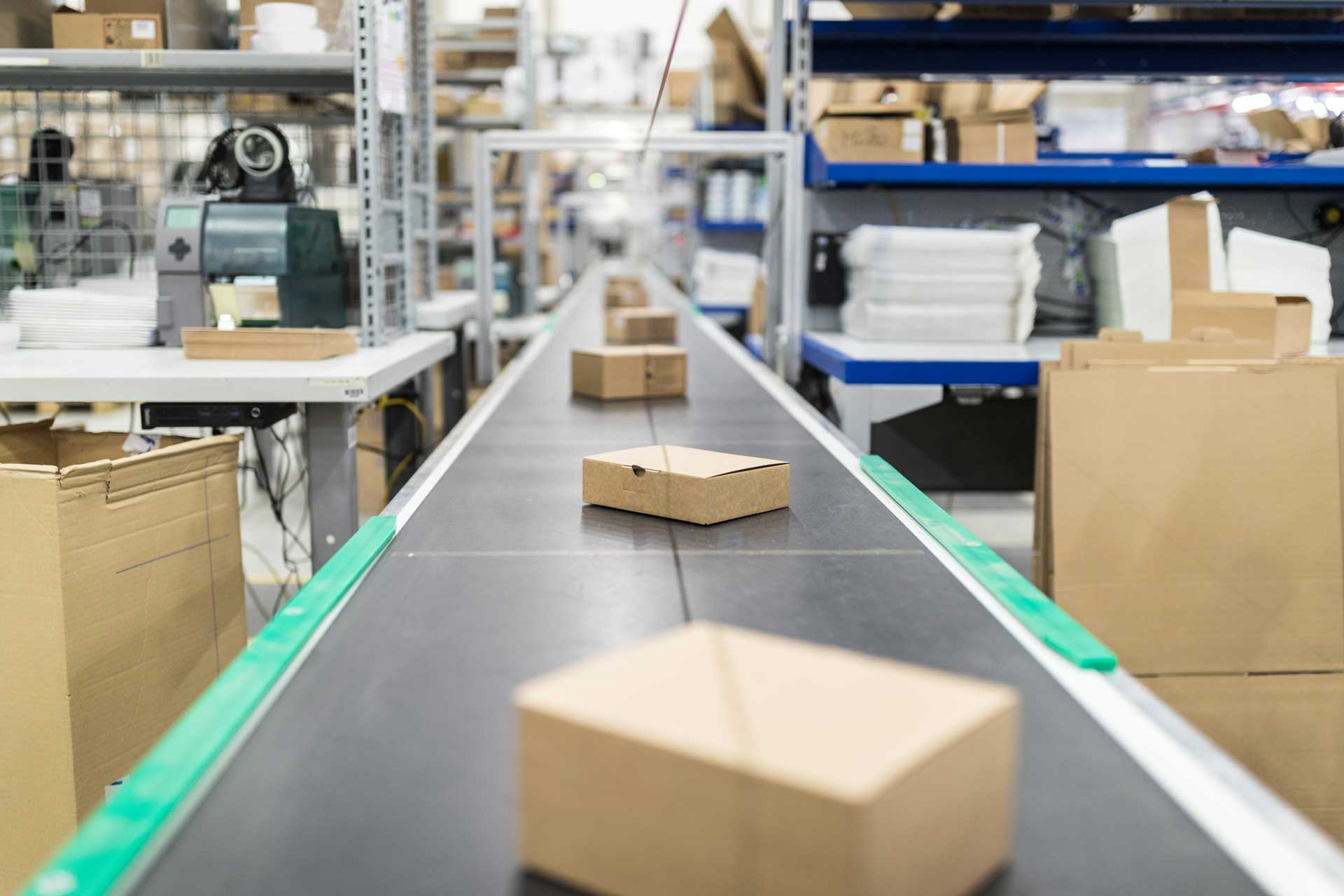 boxes_moving_down_conveyor_in_warehouse